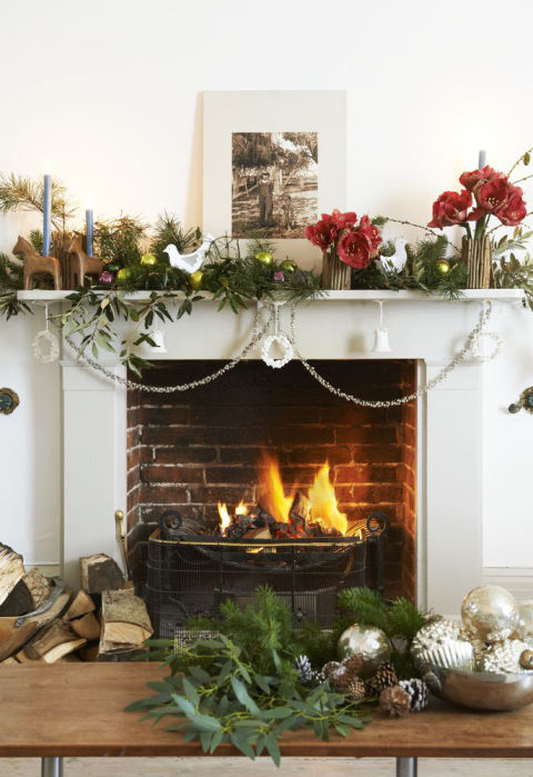 Antique fireplaces blog by britain 39 s heritage for How to decorate a fireplace for christmas